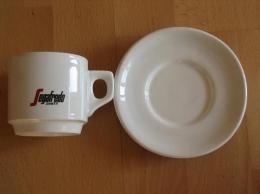 Filiżanki ze spodkiem/ filiżanki do kawy