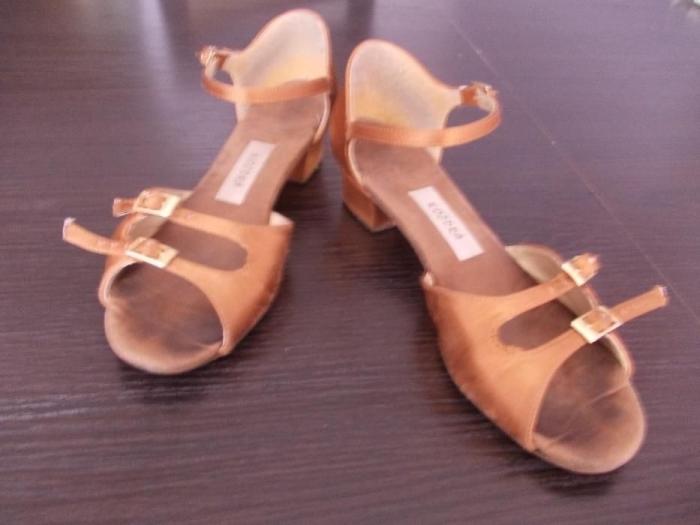 6723b381 Sprzedam buty taneczne.