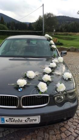 Dekoracja na auto ślubne