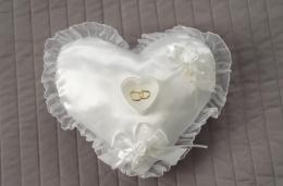 Poduszka na obrączki ślubna serduszko