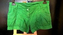 Krótkie spodenki zielone w paski