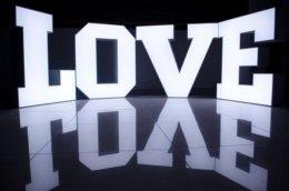 Napis LOVE - litery 3D świecące, idealne na sesję fotograficzną, 12V