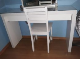 Toaletka/biurko malm ikea kolor biały z lustrem