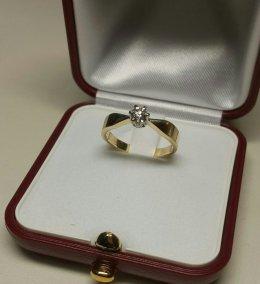 Pierścionek zaręczynowy złoty próby 585 z brylantem