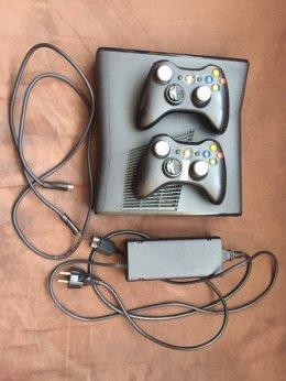 Konsola Xbox 360 S dysk 250 GB 2 dwa pady farcry 4 cobalt