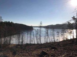 Mazury Stare Juchy działki 3000m z dojsciem do jeziora  Garbas położone przy lesie.