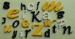 kolorowy alfabet ze styroduru