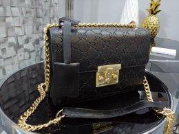 Piękna kopertówka kuferek Gucci czarna monogram złota klamra złoty łań