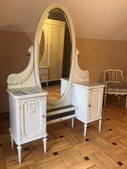 Komplet zabytkowych mebli - szafa, toaletka, stolik, krzesła - antyki