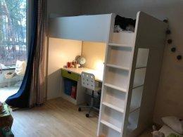 Lóżko piętrowe z materacem, biurkiem i szafą Ikea Stuva