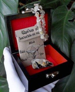 Szkatułka z minerałem kwarc rutylowy hematyt i bransoletka prezent