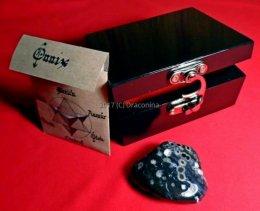 Szkatułka z minerałem onyks kaligrafia magia prezent