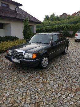 Mercedes W 124 sedan