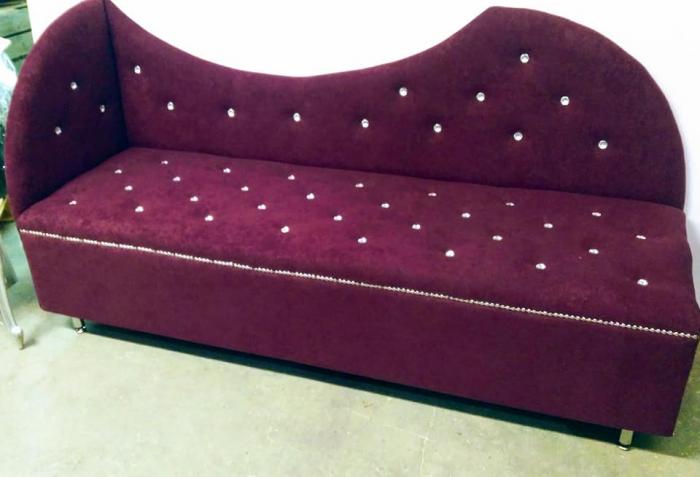 Sofa , sofka , poczekalnia.