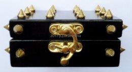 Unikalna mała szkatułka jeżyk złote ćwieki na prezent