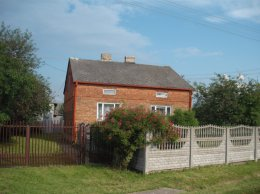 Dom na wsi do własnej aranżacji z dużym potencjałem, dwanaście minut od stacji PKP piechotą